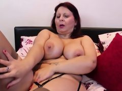Busty mature lady masturbating in..