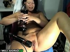 Fat mature whore masturbating